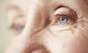senior-regard-yeux-personne-agee