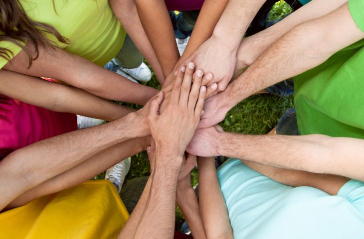 main-solidarite-ensemble